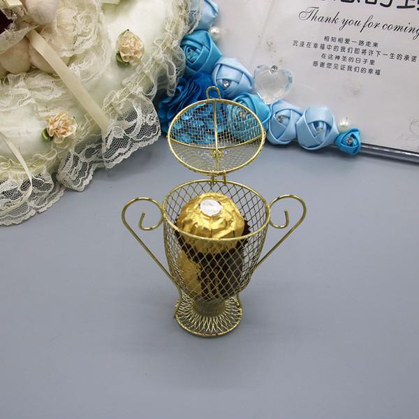 Venta caliente del favor del partido de graduación cajas de dulces creativas de oro europeo Matel Trophy en forma de cajas de regalo de boda de alta calidad