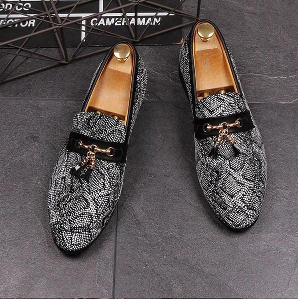 2018 Novo estilo Homens Rebite Mocassins Sapatos De Couro Camurça Partido Prom Oxfords Handmade Borla Mocassins Tamanho Grande 38-45 Cinza Designer Shoes J64