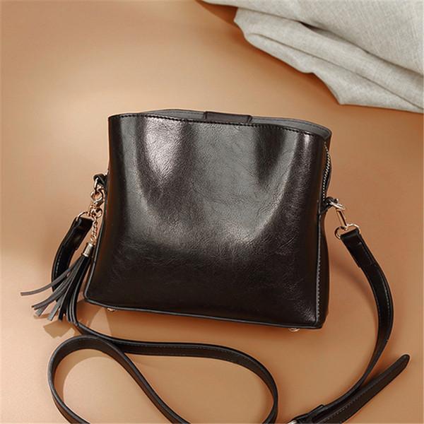Tassel Handbags Women Shoulder Crossbody Bags Oil Wax Leather Messenger Bag Ladies Tote Bolsas Feminina Buckets Bag Hobos