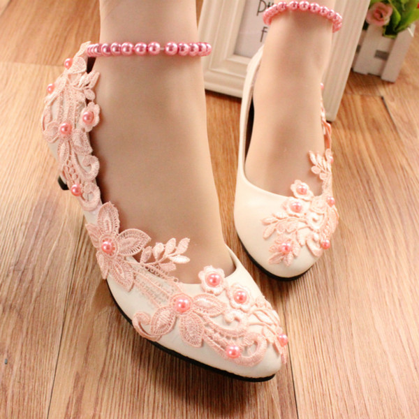 Blush Pink Lace Appliques Beaded Bridal Shoes Med Heels Pointed Toe Beading Strings Pink Beads Lace Flower Wedding Shoes Woman Pump High Hee