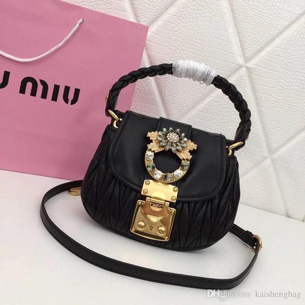 La bolsa para dama está hecha de piel de oveja Matelasse importada de alta calidad, con un diseño clásico en relieve de jacquard en el cuerpo, accesorios de metal de cobre, ha