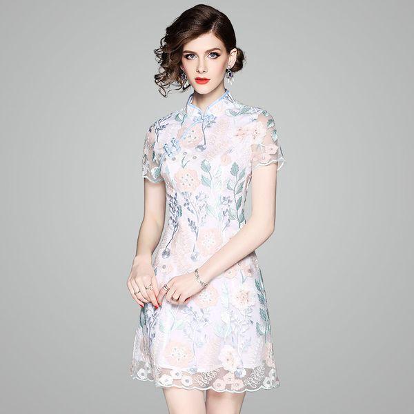 2018 Primavera y verano nuevo vestido de mujer, Cheongsam mejorado, falda de mujer bordada en 3D, una falda de carácter, vestido de temperamento