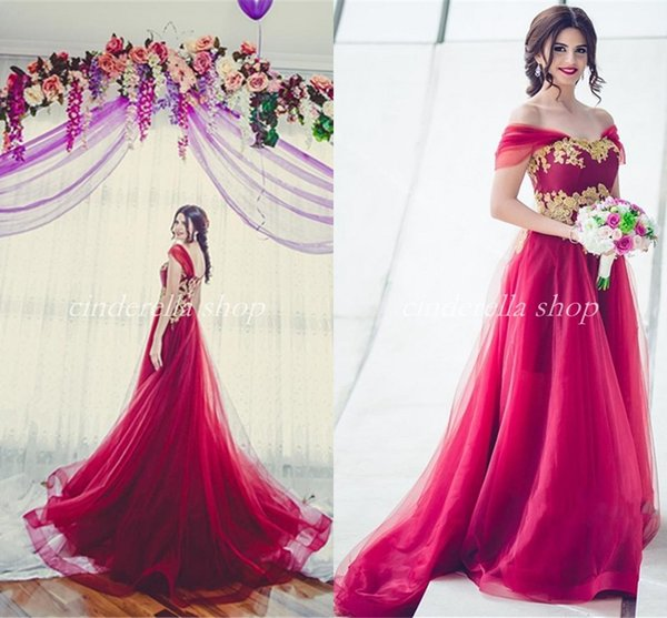 2018 árabe vestidos de novia de borgoña con apliques de oro fuera del hombro sin respaldo barrido tren jardín país vestidos de novia Vestido de Novia