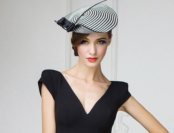 Fascinator cappelli da sposa per le donne elegante nero bianco a strisce Cupido Arrow Pillbox cappello Vintage Cocktail Ladies Chiesa Fedora
