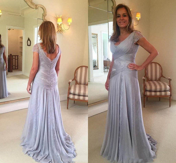 2018 Elegant Mother Of The Bride Dresses V-Neck vintage lace Short Sleeves Long Lace Chiffon Mother's Dress For Wedding Formal Evening Gowns