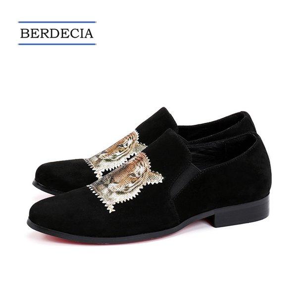 2018 diseñador de moda de vaca de cuero de gamuza hombres Brogue zapatos de negocios de boda de los hombres zapatos de vestir Slip on Plus Size Formal Shoes 38-47