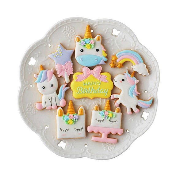 8 adet / takım Yaratıcı Unicorn Çerez Kesici Bisküvi Kalıp DIY Fondan Çikolatalı Kek Kabartma Stencil Kalıp Pişirme Araçları