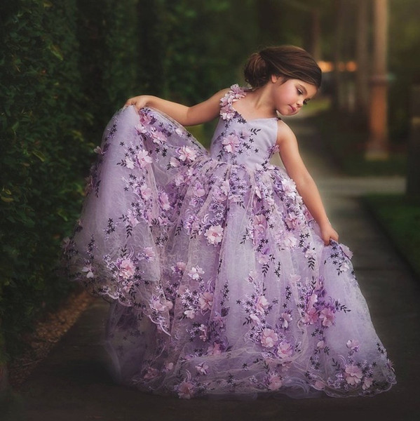 Floral 3D Appliqued Lace Ball Gown Flower Girl Dresses For Wedding V Neck Toddler Pageant Gowns Sweep Train Tulle Kids Prom Dress