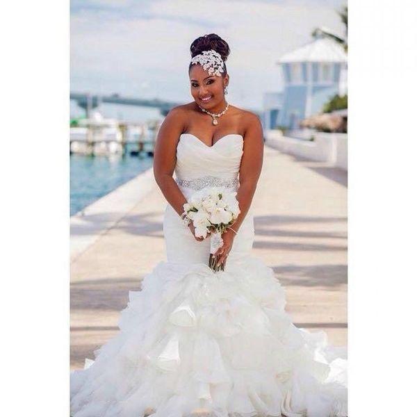 Lindo Ruffle Organza Sereia Plus Size Vestidos De Noiva África Tiers Beads Sash Africano País Vestido De Noiva Vestido De Noiva Vestido de Noiva Personalizado