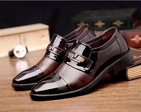 2019 New Style Men Business Dress Leather Shoes Italian Slip On Fashion Moccasin Glitter Formal Male Oxfords Shoe Pointed Toe Shoes S636