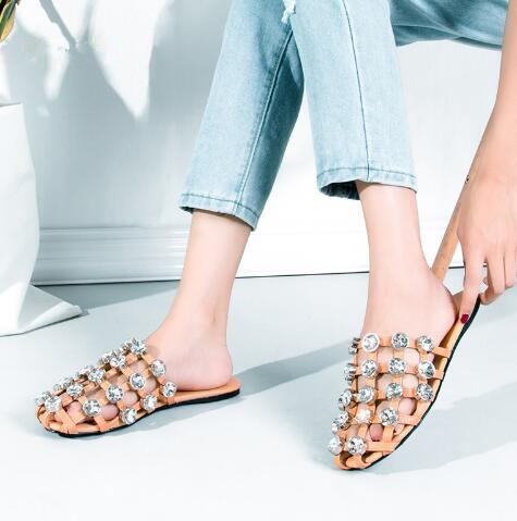2018 Hot Summer Round Toe Crystal Embellished Cuts Out Women Slippers Outdoor Beach Vacation Comfortable Shoes Soft Casual Pantoufles