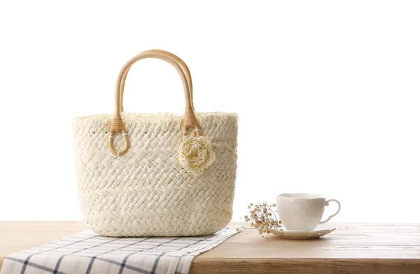 Comercio al por mayor 2018 viento rural flores pequeñas lindas bolsa de paja de color caramelo pequeño bolso tejido diagonal salvaje de la playa