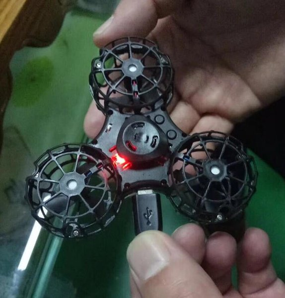 top popular The new play rechargeable flying gyro double interactive game gyro aerial rotation fingertip gyro TL 001 2019