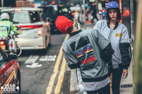 Chaqueta de béisbol de la marca de ropa de los hombres de las mujeres Chaqueta de vestir de estilo japonés Chaqueta de bombardero MA1 Harajuku piloto Harajuku chaqueta de impresión de la calle