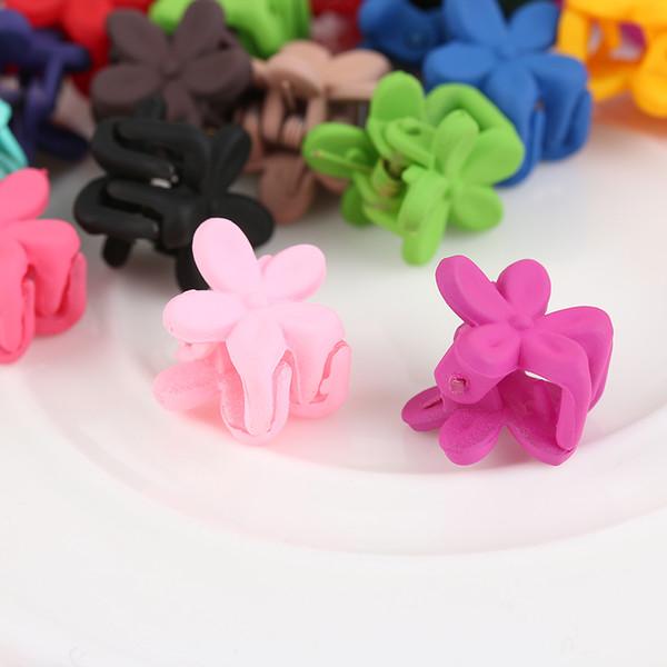 200pcs color al azar clip lindo muchachas de los niños de las horquillas pequeñas flores Pinza 4 garras del pelo plástico abrazadera Barrettes Accesorios para el cabello