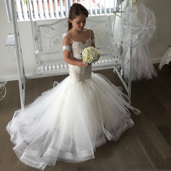 top popular Lovely Off-the-Shoulder Mermaid Tulle Flower Girl Dresses Spaghetti Strap Lace Applique Sweep Train Kids Pageant Dresses 2018 New Arrival 2020