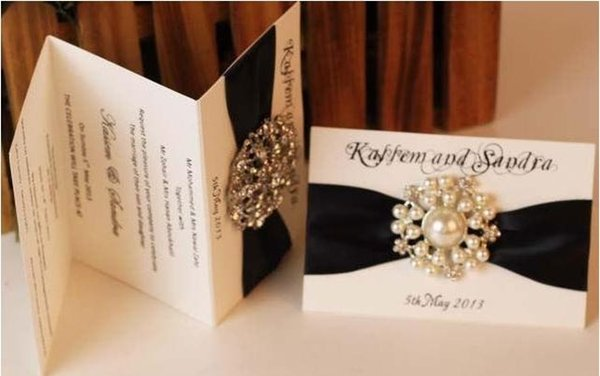 Hot product made in China, Tri-folding type invitation with ribbon and brooch, color can be changed.