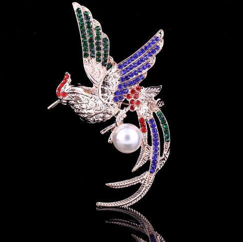 Vintage Fashion Women Colorful Rhinestone di cristallo Peacock Spille Pin Smooth Pearl Breastpin Accessori per gioielli da sposa