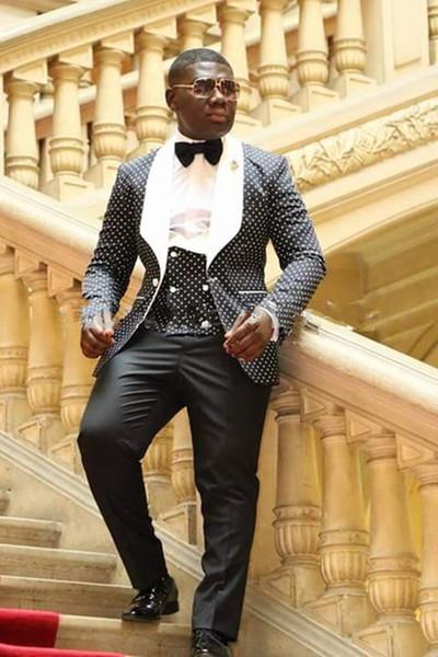 2019 Recién llegado Trajes para hombre Padrinos de boda Solapa blanca Novio Esmoquin Punto negro Boda Mejor hombre hombres Traje Novio Chaqueta + Pantalones + Chaleco