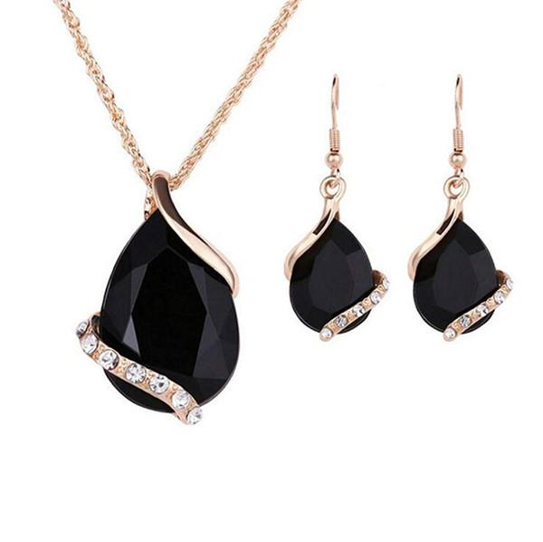 collier or cristal noir