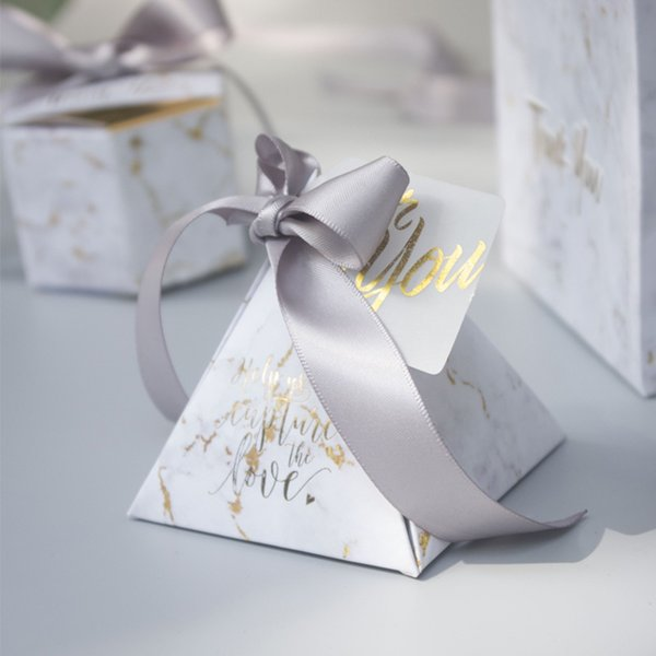 YOURANWISH 50pcs/lot Triangular Pyramid gift box wedding favors and gifts candy box wedding gifts for guests decoration