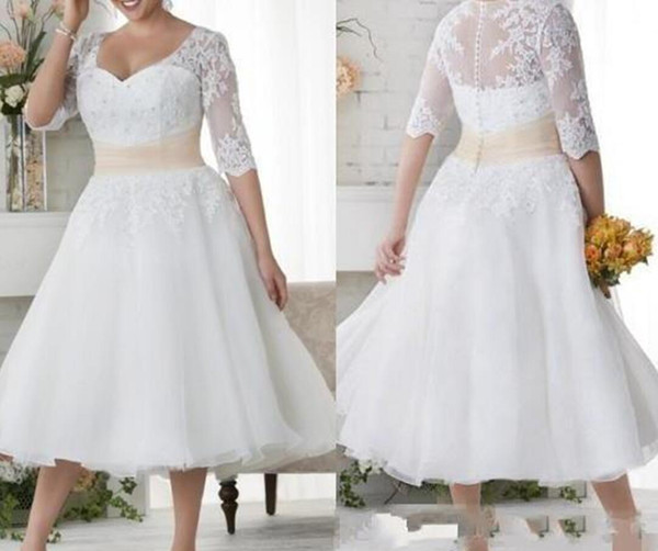 2019 New Plus Size Wedding Dresses Short Half Sleeves Wedding Gowns White Lace Covered Button Beach Dress Tea Length A Line