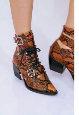 Nuovo arrivo ritaglio fibbia di avvio nero stivaletti scarpe di marca donne stivali da moto equitazione gladiatore stivaletti caviglia med