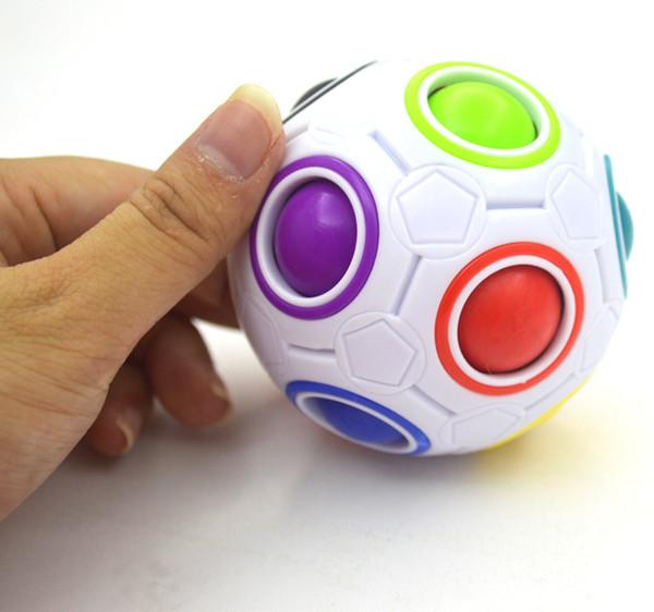2017 seltsame form Zauberwürfel Zappeln Spielzeug Schreibtisch Spielzeug Anti Stress Regenbogen Ball Fußball Puzzles Weihnachtsgeschenk Stressabbau