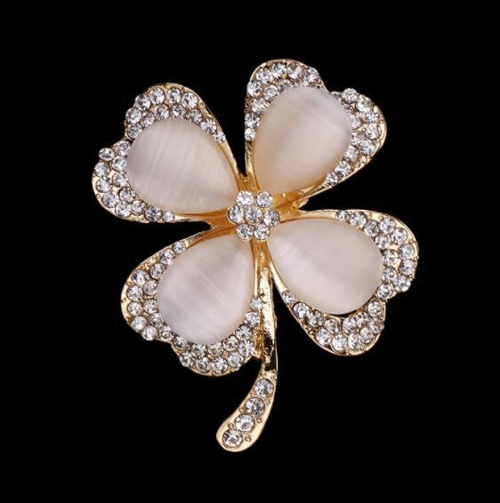Fashion diamond-studded opal brooch pin Exquisite four-leaf clover flower brooch female fashion clothing