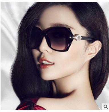Venta caliente Gafas de sol de moda para mujer Diseñador de marca clásico Hembra Doble vigas Revestimiento Espejo Lente Panel plano 5045