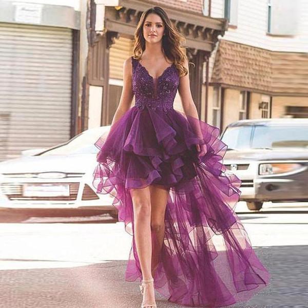 Concepteur violet haut bas une ligne robes de bal v-cou sans manches volants robe de soirée en tulle jupe à volants