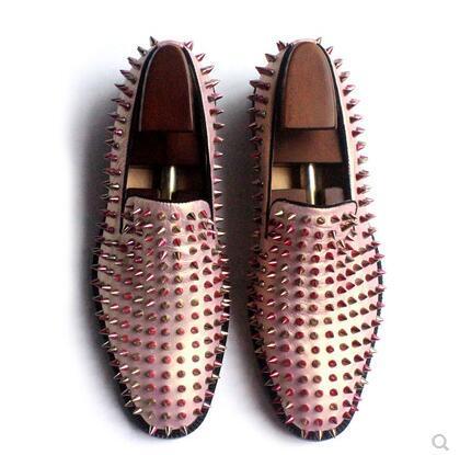 Zapatos para hombre Mocasines de oro rosa Spike Studded Slip On Leather Zapatos de vestir de bota blancos de moda con fondo rojo en los hombres