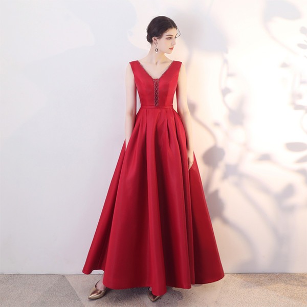 Beaded V Neck Satin Evening Dresses with Pockets 2019 Burgundy Long Prom Dresses Floor Length Evening Gowns
