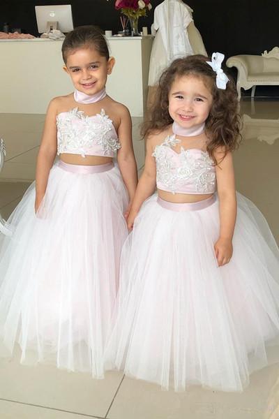 Nette hellrosa Stehkragen-Blumenmädchenkleider für Hochzeit LAce applizierte Perlen zweiteilige Mädchen-Festzug-Kleider