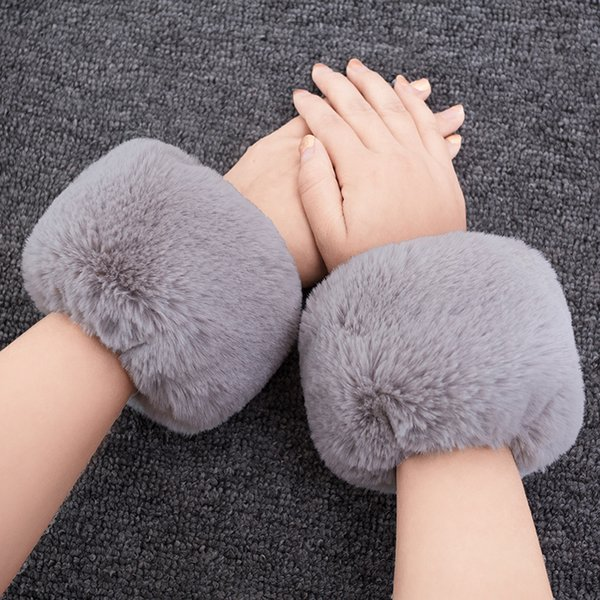Cute High Quality Faux Fox fur Cuffs Hot Sale Wrist Warmer Fake Fox Fur Cuff Arm Warmer Lady Bracelet Faux Wristband Glove