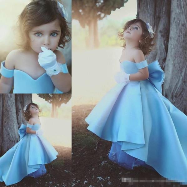 Baby Blue Girls Pageant Kleider aus der Schulter Satin High Low Blumenmädchenkleider für Hochzeit Big Bow Kinder Birthday Party Dress