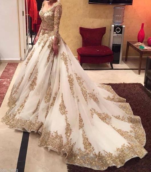 2018 Árabe Duas Peças Vestidos de Casamento Grânulos De Renda De Ouro de Luxo V Neck 3/4 Mangas Compridas Capela Trem Do Vintage Igreja Vestidos de Noiva