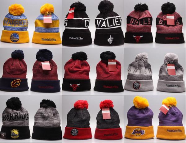2018 Toptan kış Beanie Örme Şapkalar Tüm 32 Takımlar l futbol kasketleri spor takımı Kadın Erkek popüler moda kış kafatası şapka