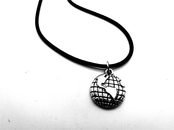 30pcs Outline Globe World Map Geography Pendant Necklace Travel Global Planet Earth Leather Rope Necklaces Personality Graduation Gifts