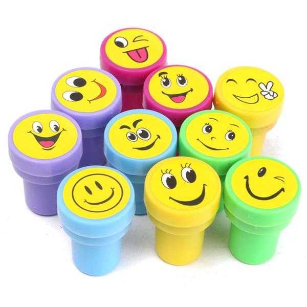 6 Unids / set Multicolor Lindo de Dibujos Animados Emoji Sonrisas de Sellos Favores de Fiesta para Eventos Suministros para la Fiesta de Cumpleaños Juguetes Regalo de Navidad