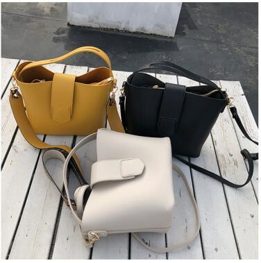hot sale brand new design of the classic handbag High-quality Coated canvas single shoulder bag fashion Mother bags Free Delivery