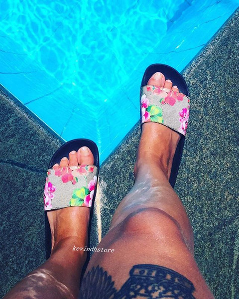factory outlet fashion red pink flower blooms print rubber slide sandals mens and womens summer outdoor beach flip flops