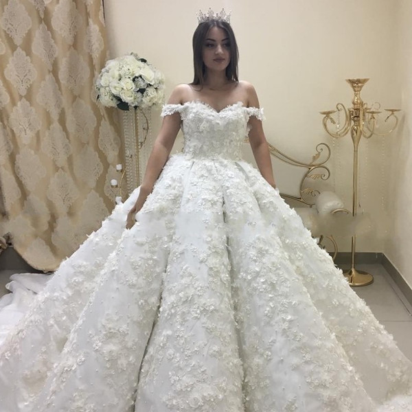 Pearls Handmade Flowers Wedding Dresses Saudi Arabia Beads Lace Appliques Ball Gown Bridal Dress Charming Dubai Plus Size Long Wedding Dress