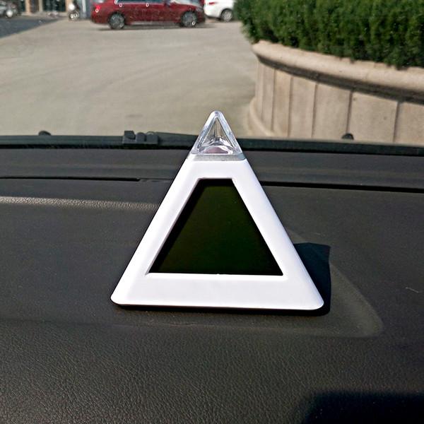 Reloj del coche Luces LED 7 colores Pirámide alocroica Ornamento automático Reloj Termómetro Cambio Automotriz Pantalla del tablero de instrumentos interno