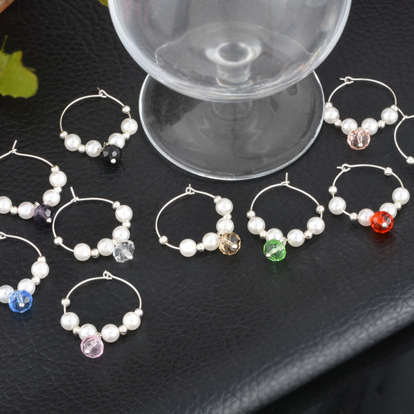 2017 Nuevo 10 Unids Mezclado Faux Pearl Beads Wine Charms Regalos Wine Glass Marker Favor de la Boda Año Nuevo Decoración Del Partido