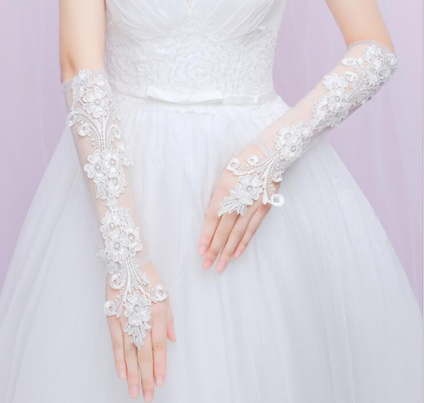 2018 Newest Below Elbow Length Wedding Gloves Fingerless Lace Applique Wedding Dress Accessories Bridal Gloves