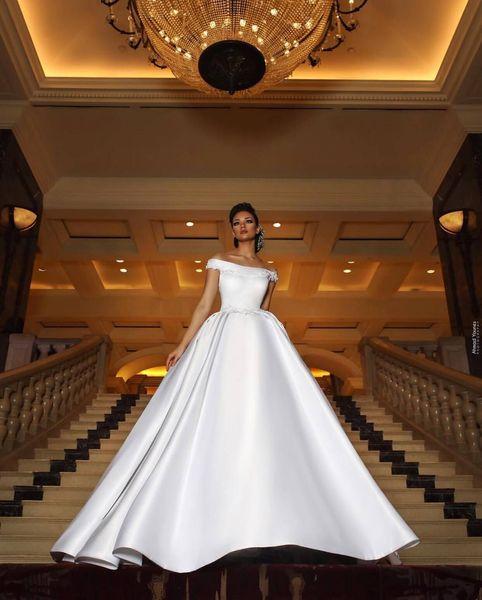 Off Shpoulder Court Train Abiti da sposa sexy senza maniche 2018 Una linea Custom Made Stain Abito da sposa