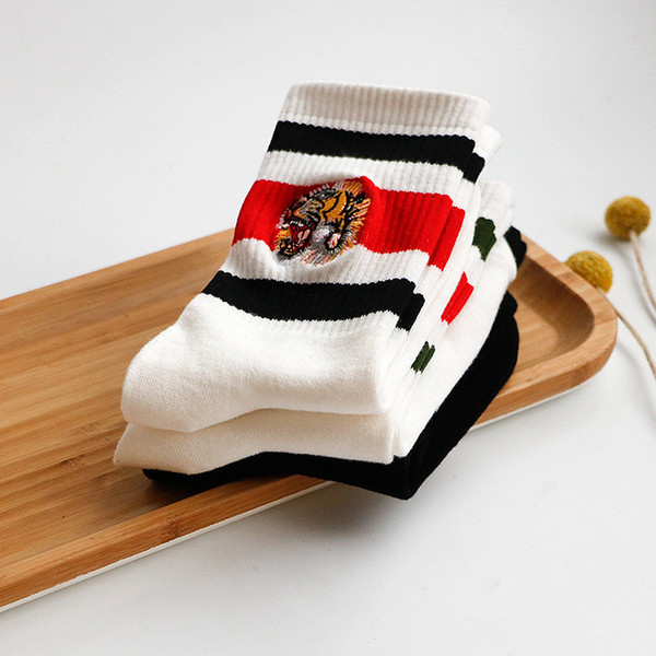 best selling Fashion tiger head Embroidery Sock Red Black Striped Sports Skateboard socks Breathable Mid-half Cotton Scok Couple Stockings Best