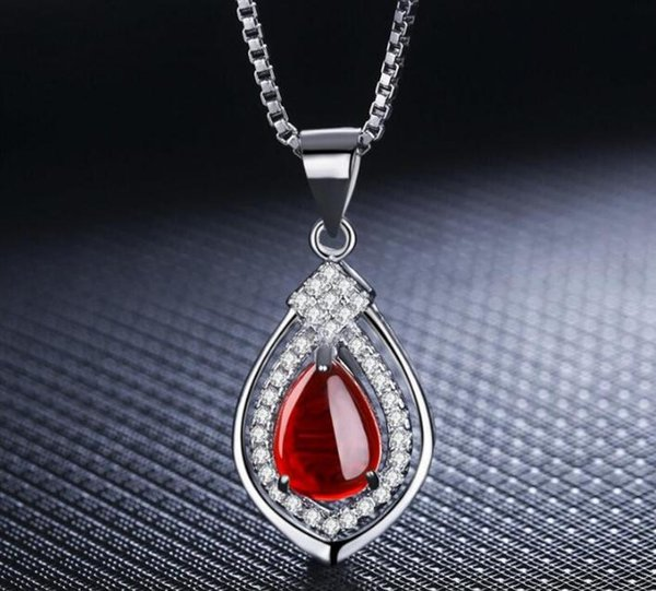 Pure white copper plated white gold red green agate pendant clavicle chain European and American temperament fashion high-end wild chalcedon