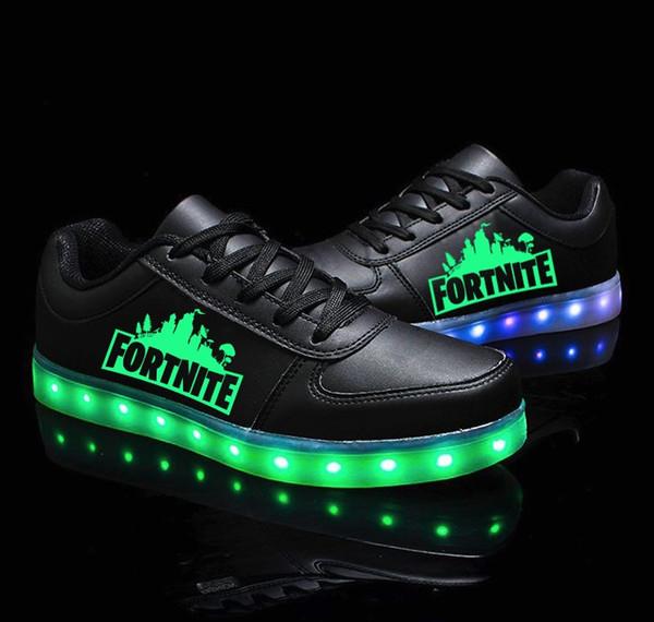 buy online d8e6a 159c6 Großhandel Fortnite Bunte Blinkende LED Leucht Schuhe Low Tops Sneakers  Unisex Paare Schuhe Fortnite Games Battle Royale Geschenke Von Xumengok, ...